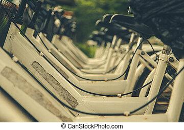 白色, bicycles, 停車處, 在, a, row.
