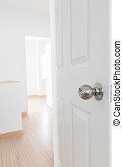 白, ドア