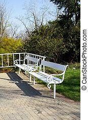 白, 公園のベンチ, 2