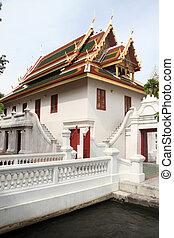 白, 寺院