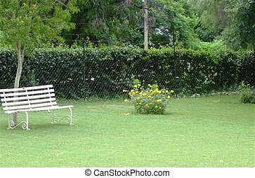 白, 庭ベンチ