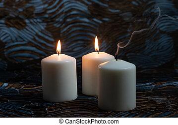 白, 蝋燭, 暗い背景, 燃焼