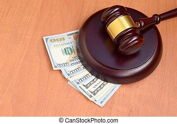 百, desk., 木製である, 裁判官, ドル札, 下に, 法廷, 賄賂, 判断, ブラウン, お金, 悪意, 多数, 小槌, テーブル。