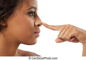 皮膚が黒い, 女, 感動的である, 彼女, 鼻