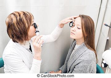 目を調べる, 女性, 若い, 私用, 医院, 女性, 検眼士, シニア