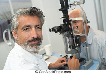 目, より古い, 取得, 検査, テスト, 人