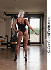 相當, 婦女, 屈曲肌肉, 在, 體操