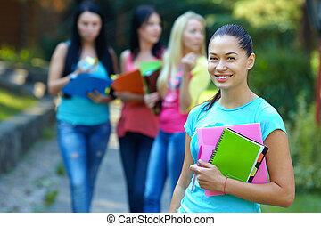 相當, 學生, 在戶外, 由于, a, 人們的組, 上, the, 背景