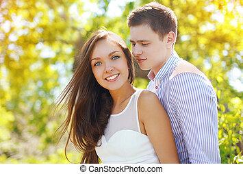 相當, 年輕夫婦, 在愛過程中, 在戶外, 在, 陽光普照, 夏日
