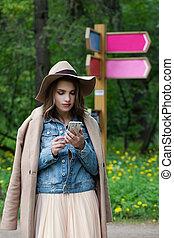 相談, 屋外, 観光客, touristic, 電話, 場所, 女の子, 痛みなさい, gps