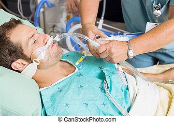 看護婦, 調節, endotracheal, チューブ, 中に, 患者の, 口