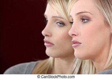 看, 妇女, 悲哀, 镜子