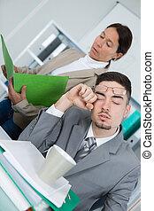 眠い, 肖像画, ビジネスマン