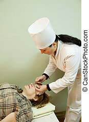 眼科医, 処置, 目, 圧力