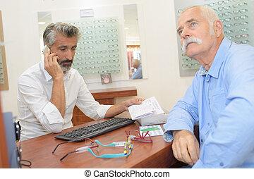 眼科医, 店, 年長 人, 成長した, 光学