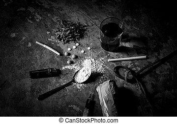 石, アルコール, 薬, 上, 懸命に, 暗い, テーブル。, 光景