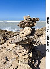 石, バランス, 上に, 岩が多い 浜, ∥で∥, 海洋, 中に, la, guajira, コロンビア