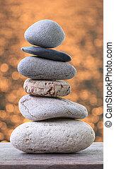 石, ピラミッド, 積み重ねられた, 床, 木製である, バックグラウンド。, bokeh, オレンジ, バランス, 柔らかい