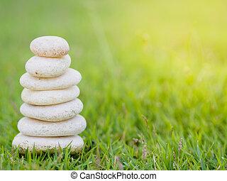 石, ピラミッド, 積み重ねられた, 緑の背景, バランス, 柔らかい