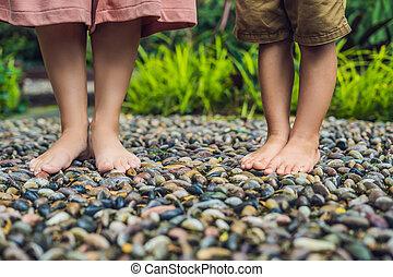 石, 歩くこと, 母, 舗装, reflexology., 玉石, 息子, reflexology, 舗装, textured, フィート, 小石