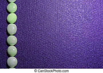 石, 紫色の背景