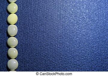 石, 青い背景