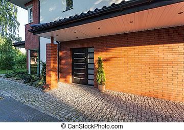 砖房子, 入口