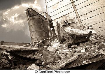 破壊された, 工場