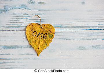 碑文, 古い, omg, 木製である, 黄色緑, 背景, 葉