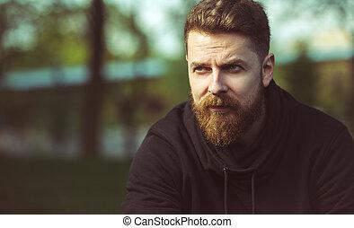 確信した, あごひげを生やしている, 屋外, ハンサム, 人