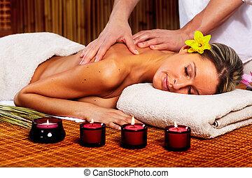 礦泉, massage.
