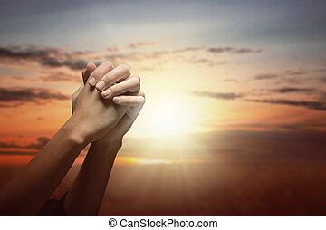 祈ること, 人間の術中, 神, 間, 上げられた