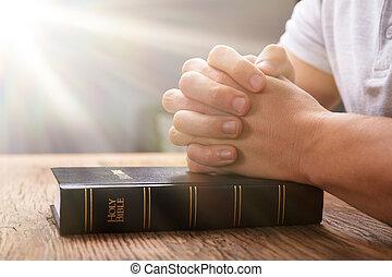 祈ること, 聖書, 人間の手