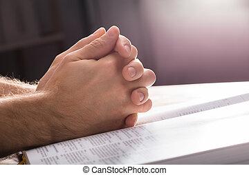 祈求手, 在上方, the, 聖經