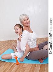 祖母, そして, 若い 女の子, すること, フィットネス, 練習