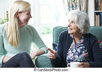 祖母, ティーンエージャーの, 孫娘, 訪問