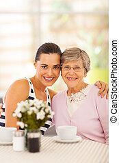 祖母, 女, 若い, かなり