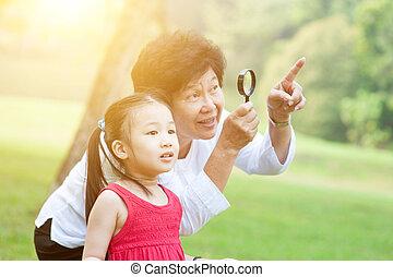 祖母, 探検, outdoor., 孫娘