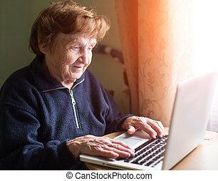 祖母, 窓, 仕事, laptop.