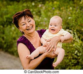 祖母, 赤ん坊