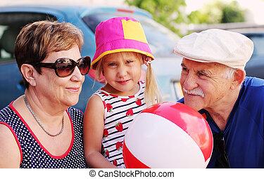 祖父母, 孫, 屋外で