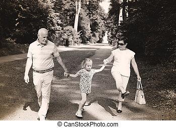 祖父母, 歩くこと, 公園, 孫, 一緒に