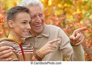 祖父, そして, 孫, 抱き合う, パークに