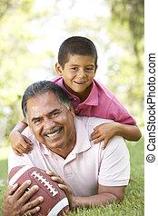 祖父, ∥で∥, 孫, パークに, ∥で∥, アメリカン・フットボール