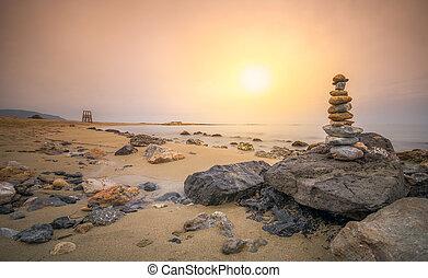 禅, 石, 中に, a, 砂のビーチ, ∥で∥, ライフガードタワー, ∥において∥, 日没, crete, ギリシャ