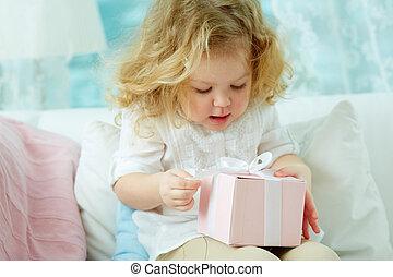 禮物, 打開