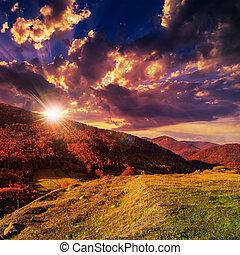 秋季, 山坡, 带, 红和黄色, 森林, 在, 日落