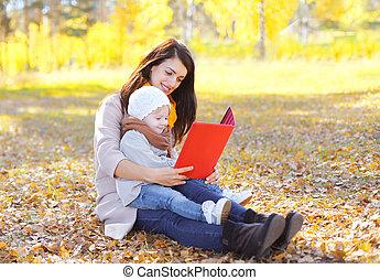 秋, タブレット, 葉, 子供, 公園, 一緒に, 見る, pc, 本, 母, 座る, ∥あるいは∥