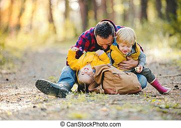 秋, バックパック, 父, 息子, forest., 成長した, よちよち歩きの子