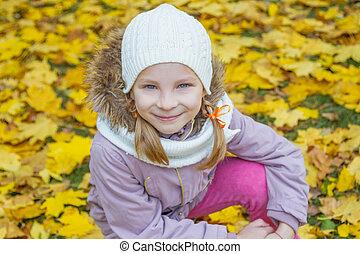 秋, 女の子, 上に, 黄色, 背中